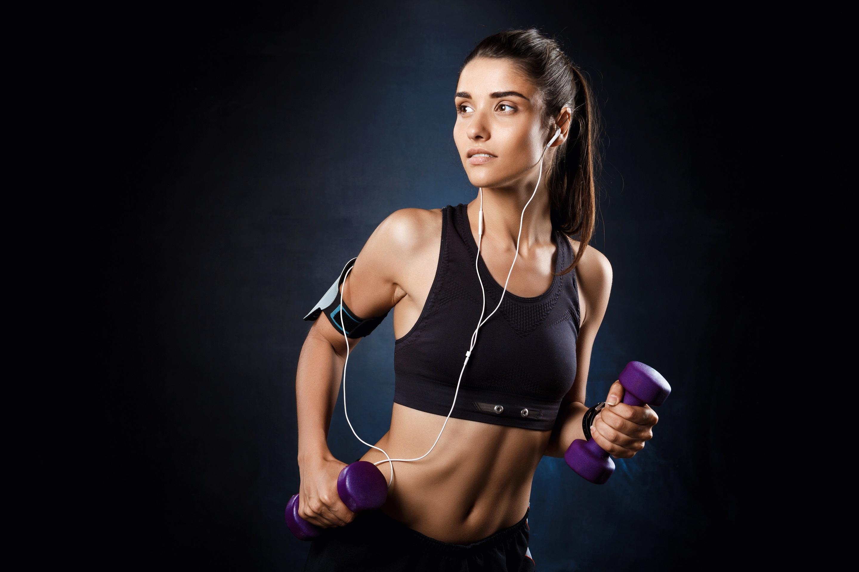 """Bodyfuel er en webshop med speciale i kosttilskud til din træning. Vi har kombineret vores online webshop og fysiske butik med et bredt udvalg af både danske og udenlandske mærker. Vores erfarne og professionelle kostvejledning, gode priser og personlige service placerer os som en af de stærkeste spillere inden for kosttilskud, sundhed og velvære.  Der er mange forskellige holdninger til, hvordan sundhed kan defineres. Den definition på sundhed, vi hos Bodyfuel finder mest relevant, er følgende: """"Sundhed er en tilstand af fuldstændig fysisk, psykisk og social velvære"""".  Vi skal have det godt med os selv, og der er mange måder at opnå dette. Hos BodyFuel kan du få et skub med på vejen med de korrekte kostvejledninger og produkter. Læs mere."""